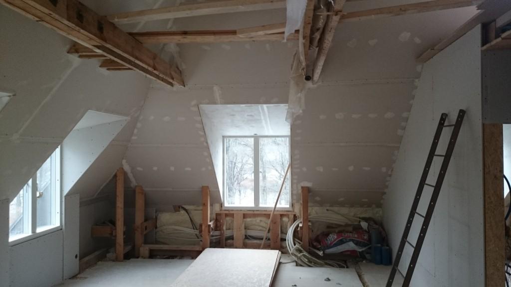 Vardagsrum mot blivande köksdelen.