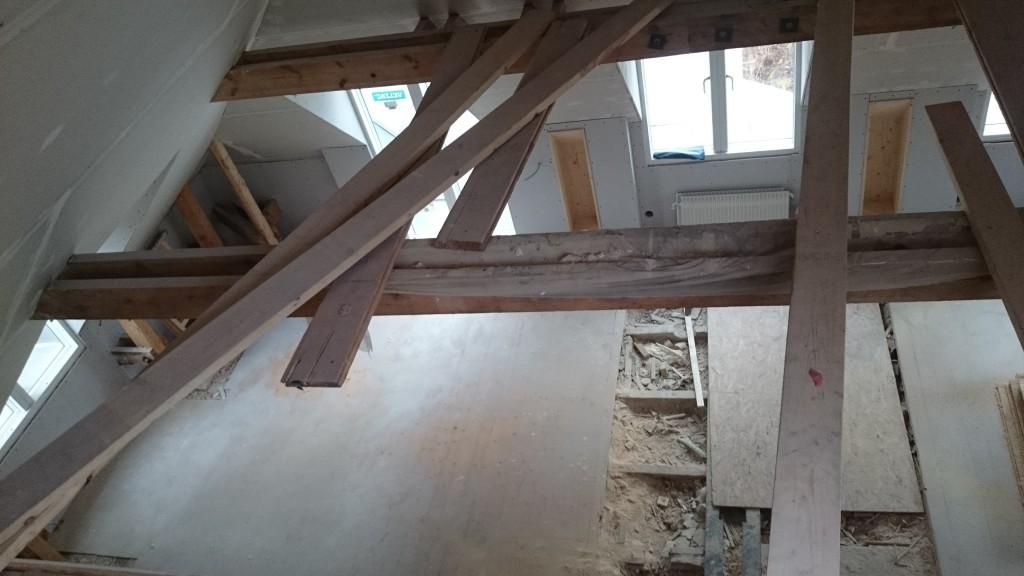 Vardagsrum taget uppifrån loftet.