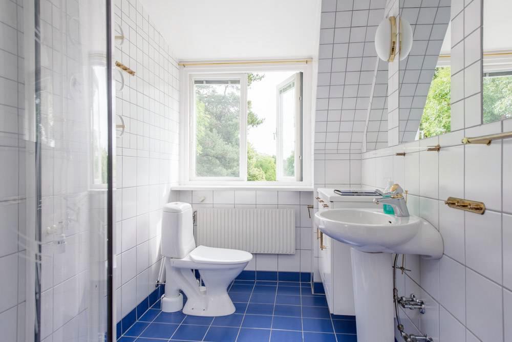 Badrum 3 av 6 toaletter/badrum