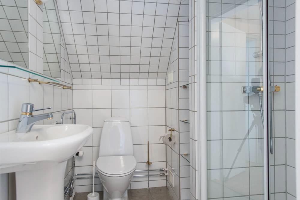Badrum 2 av 6 toaletter/badrum