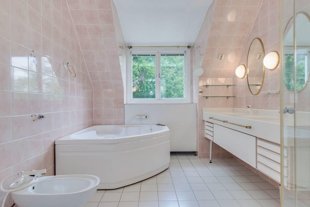 Badrum 1 av 6 toaletter/badrum