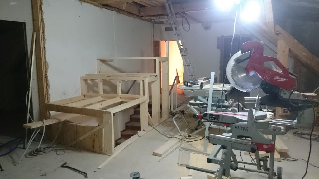 Skelettet på väg att byggas.